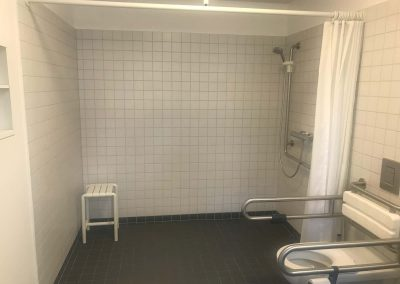 Rollstuhlgerechtes Bad im Gästezimmer